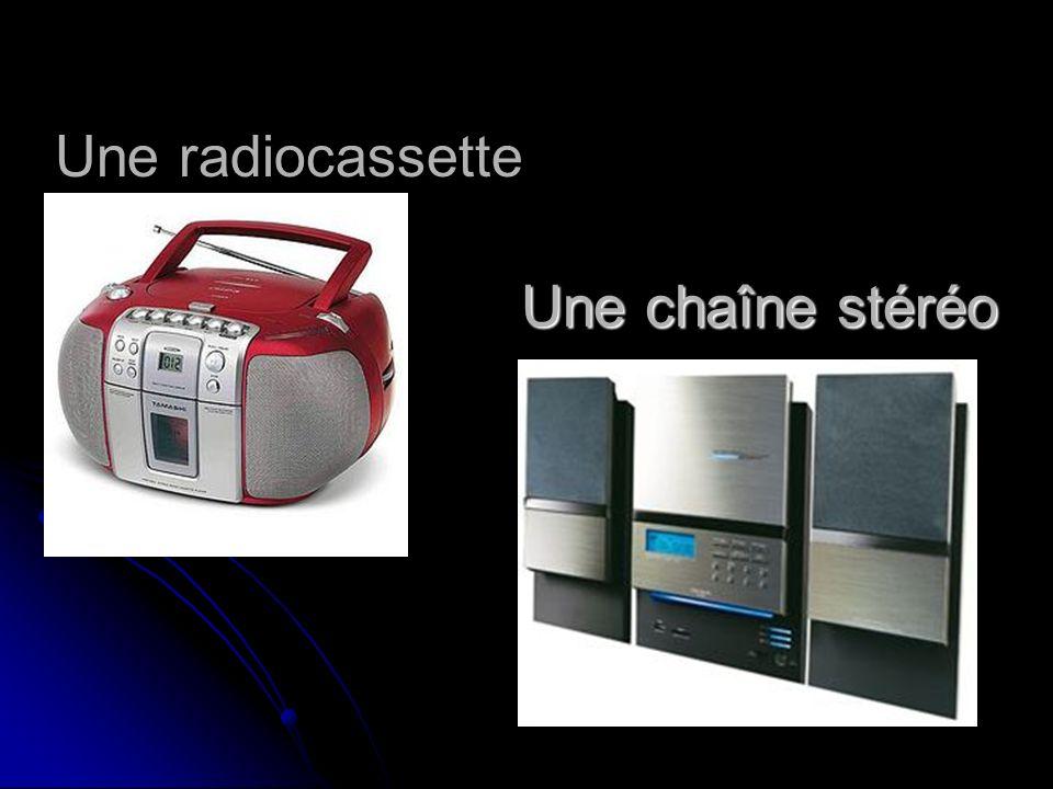 Une radiocassette Une chaîne stéréo