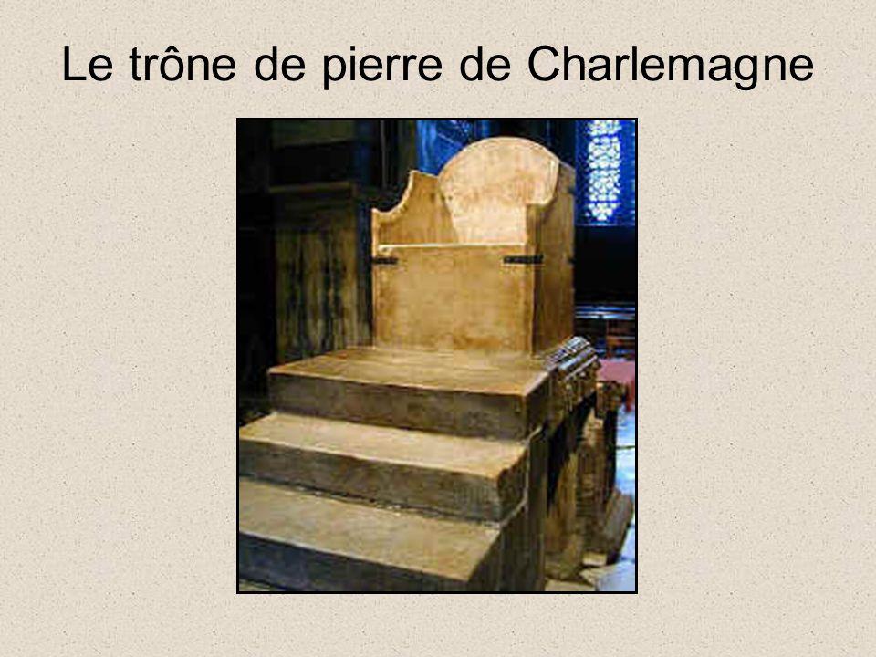 Le trône de pierre de Charlemagne