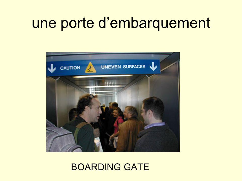 une porte d'embarquement