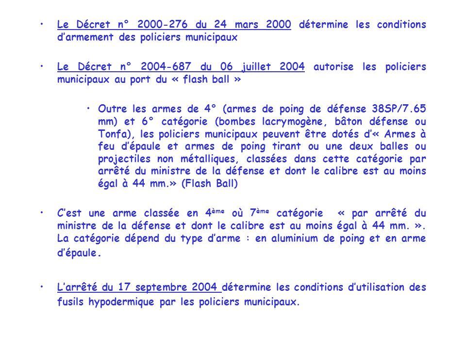 Le Décret n° 2000-276 du 24 mars 2000 détermine les conditions d'armement des policiers municipaux
