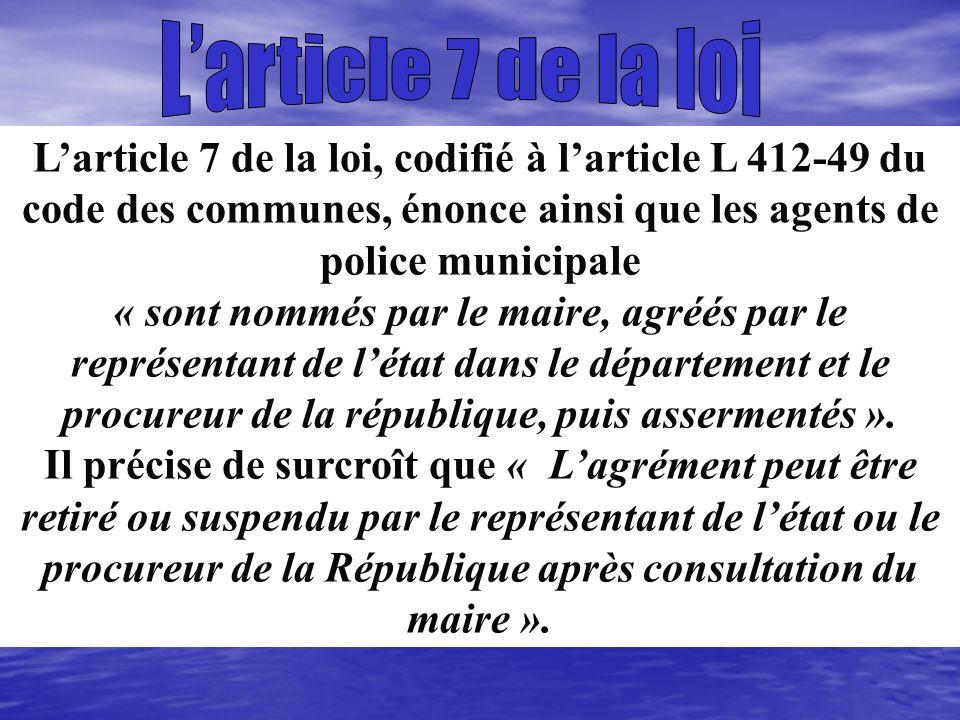 L'article 7 de la loi L'article 7 de la loi, codifié à l'article L 412-49 du code des communes, énonce ainsi que les agents de police municipale.
