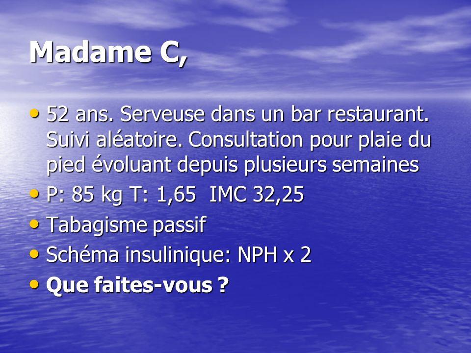 Madame C, 52 ans. Serveuse dans un bar restaurant. Suivi aléatoire. Consultation pour plaie du pied évoluant depuis plusieurs semaines.
