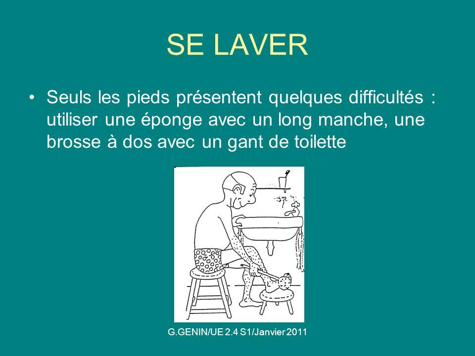 SE LAVER Seuls les pieds présentent quelques difficultés : utiliser une éponge avec un long manche, une brosse à dos avec un gant de toilette.