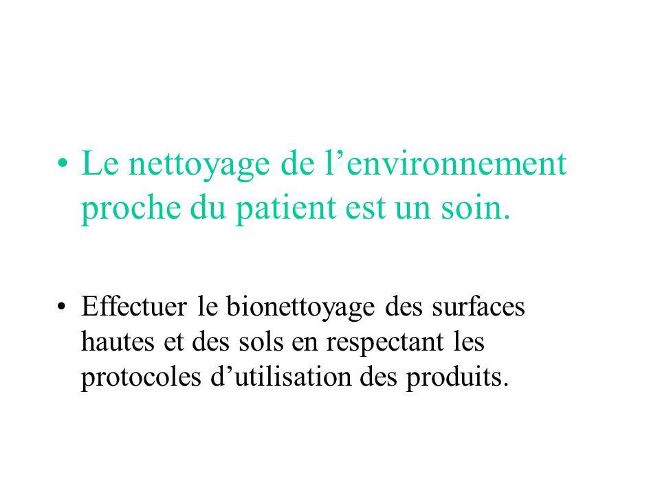 Le nettoyage de l'environnement proche du patient est un soin.