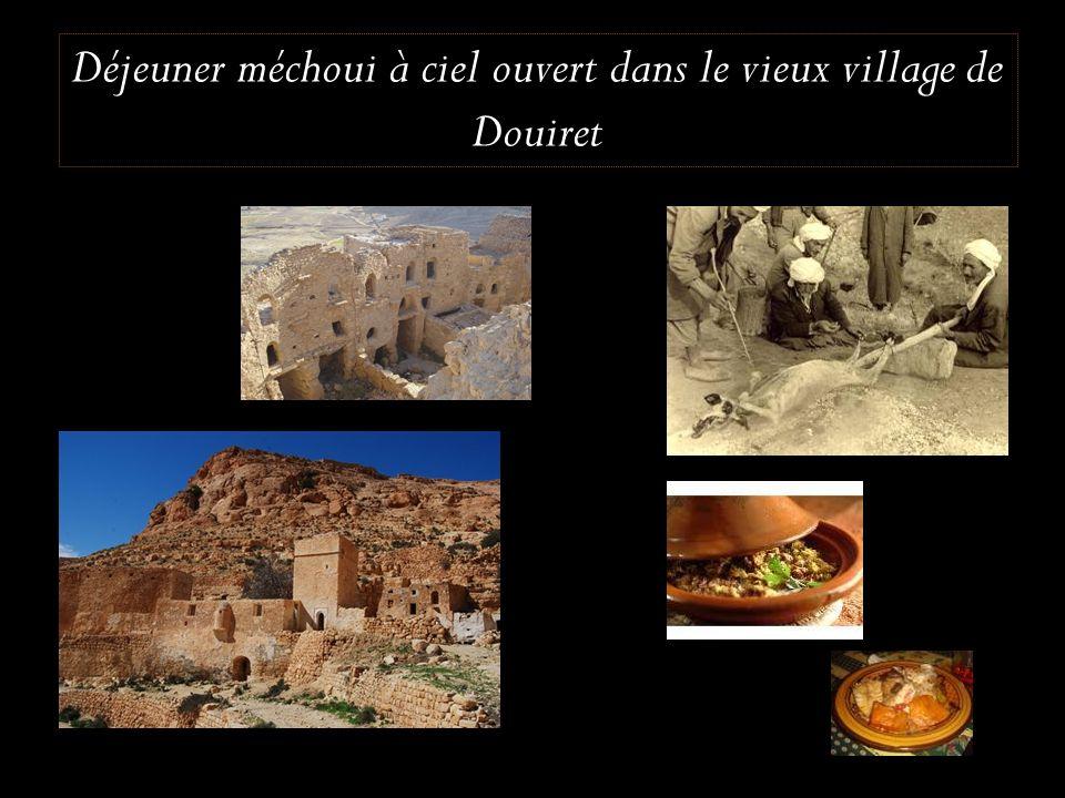 Déjeuner méchoui à ciel ouvert dans le vieux village de Douiret