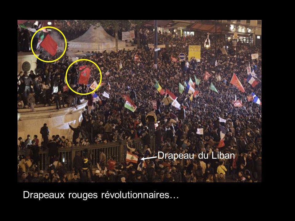 Drapeaux rouges révolutionnaires…