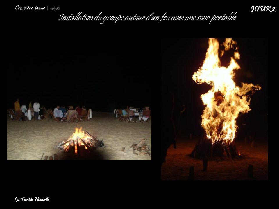 Installation du groupe autour d'un feu avec une sono portable