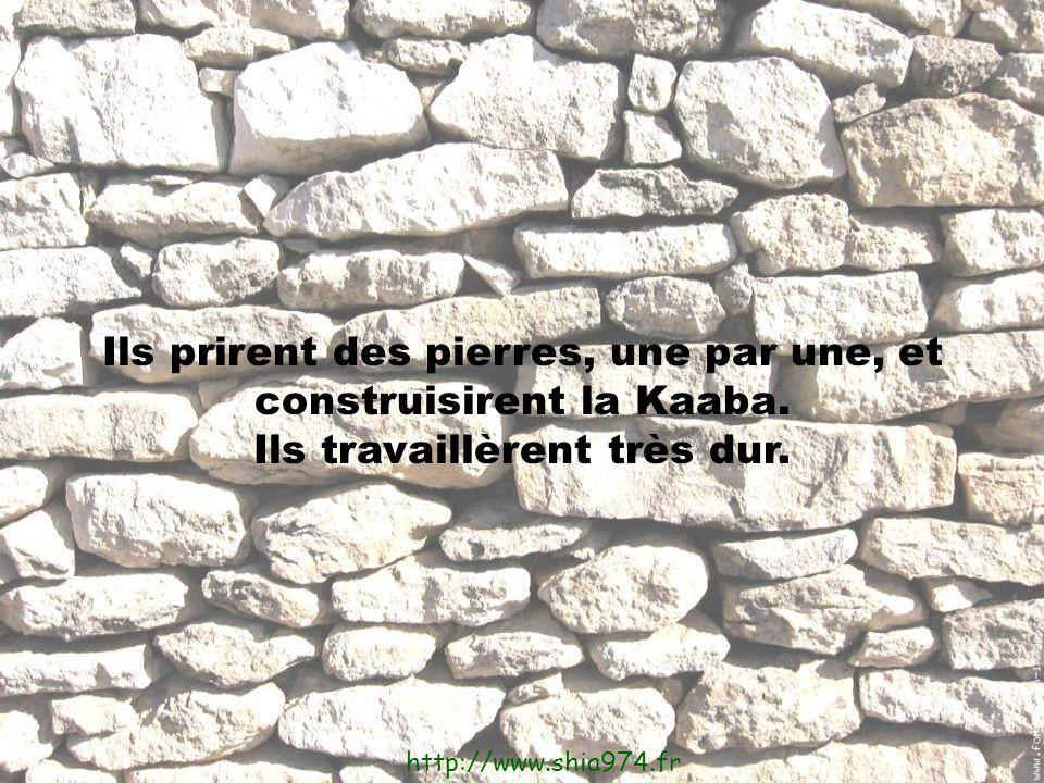 Ils prirent des pierres, une par une, et construisirent la Kaaba.