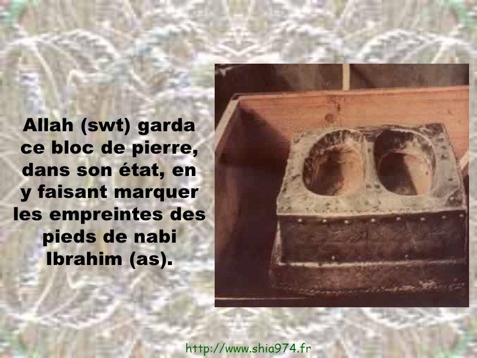 Allah (swt) garda ce bloc de pierre, dans son état, en