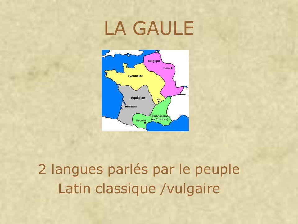 2 langues parlés par le peuple Latin classique /vulgaire