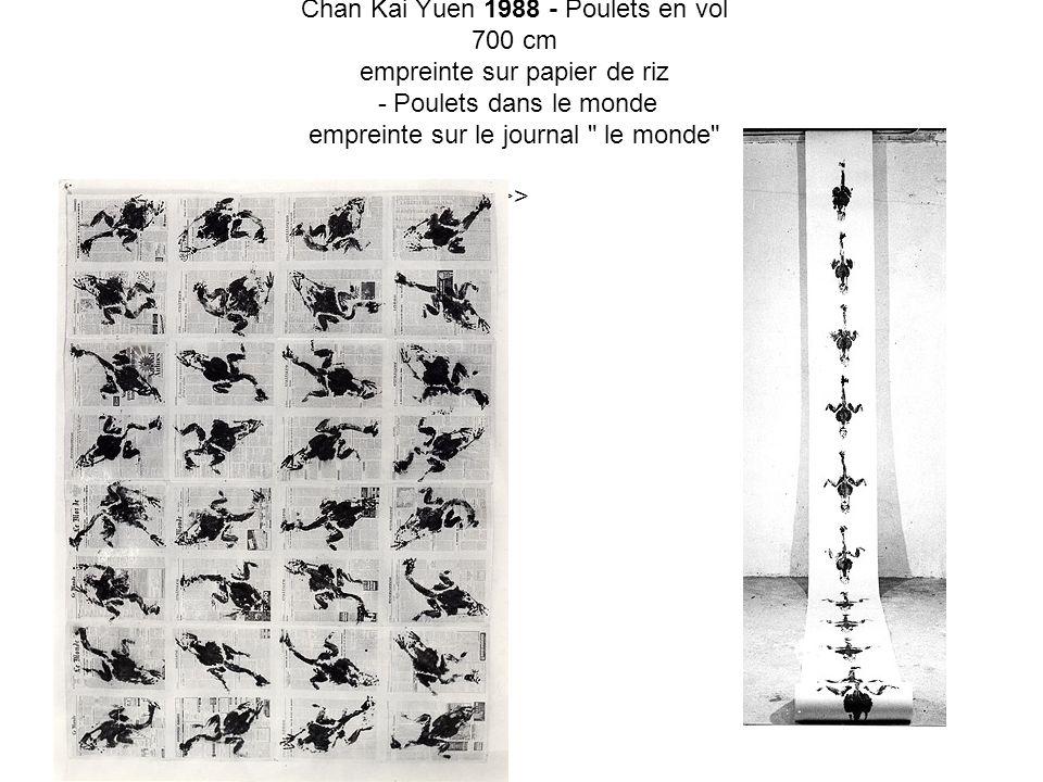 Chan Kai Yuen 1988 - Poulets en vol 700 cm empreinte sur papier de riz - Poulets dans le monde empreinte sur le journal le monde >>