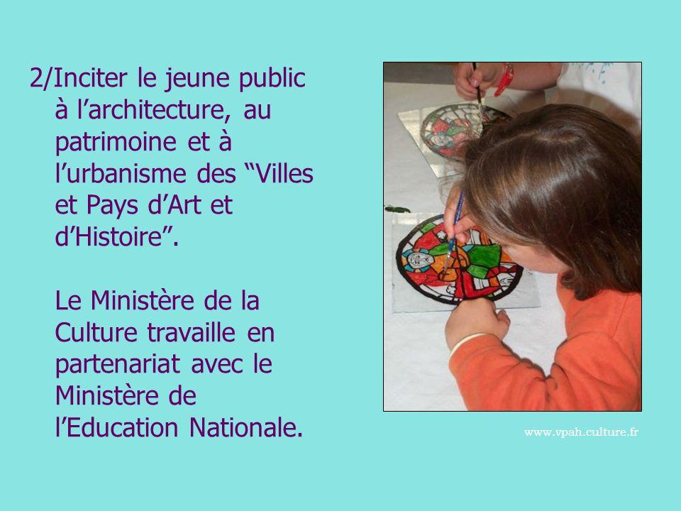 2/Inciter le jeune public à l'architecture, au patrimoine et à l'urbanisme des Villes et Pays d'Art et d'Histoire . Le Ministère de la Culture travaille en partenariat avec le Ministère de l'Education Nationale.