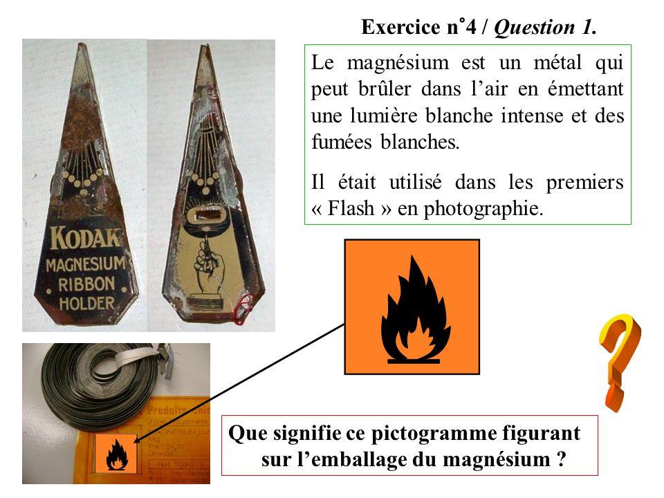 Exercice n°4 / Question 1. Le magnésium est un métal qui peut brûler dans l'air en émettant une lumière blanche intense et des fumées blanches.