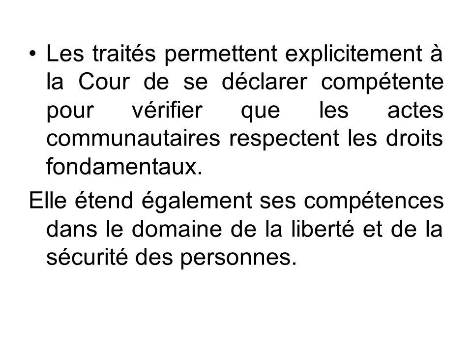Les traités permettent explicitement à la Cour de se déclarer compétente pour vérifier que les actes communautaires respectent les droits fondamentaux.