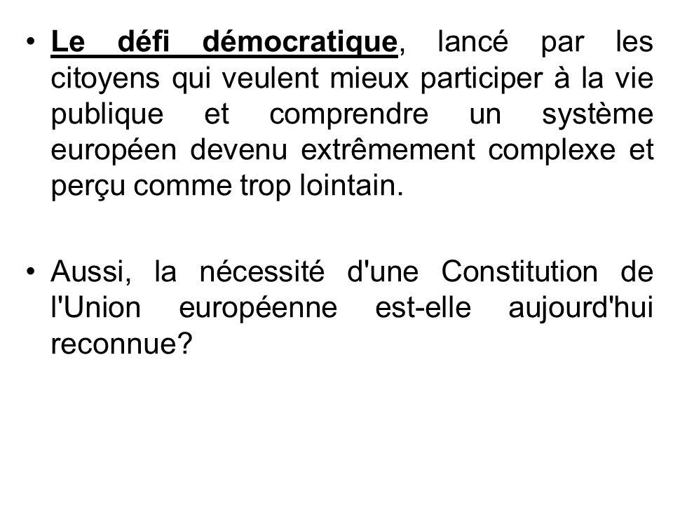 Le défi démocratique, lancé par les citoyens qui veulent mieux participer à la vie publique et comprendre un système européen devenu extrêmement complexe et perçu comme trop lointain.