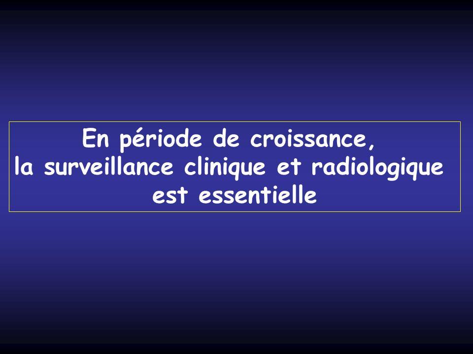 En période de croissance, la surveillance clinique et radiologique