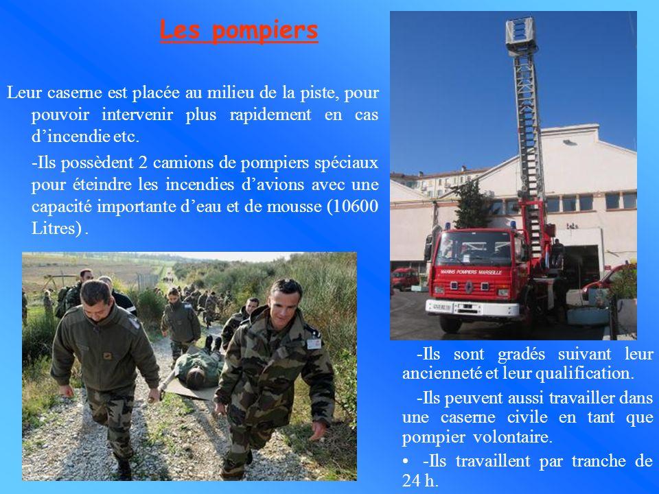Les pompiers Leur caserne est placée au milieu de la piste, pour pouvoir intervenir plus rapidement en cas d'incendie etc.