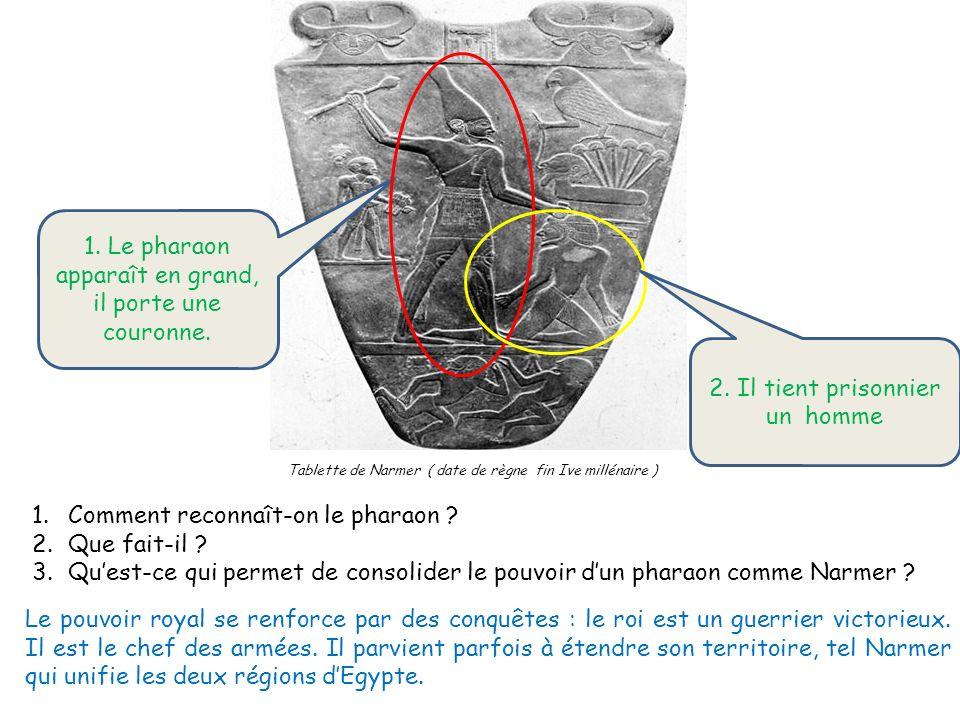 1. Le pharaon apparaît en grand, il porte une couronne.