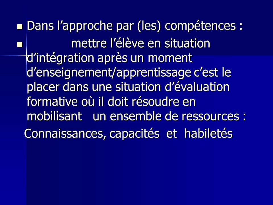 Dans l'approche par (les) compétences :