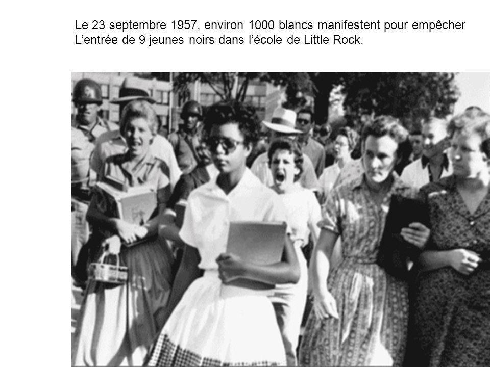 Le 23 septembre 1957, environ 1000 blancs manifestent pour empêcher