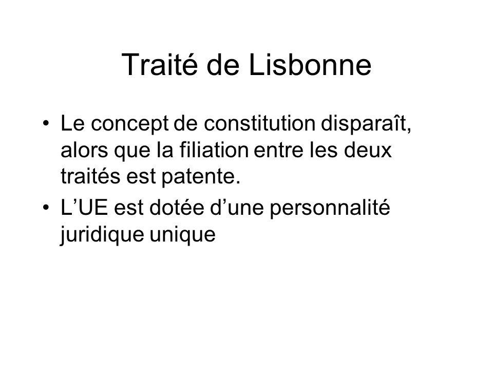 Traité de Lisbonne Le concept de constitution disparaît, alors que la filiation entre les deux traités est patente.