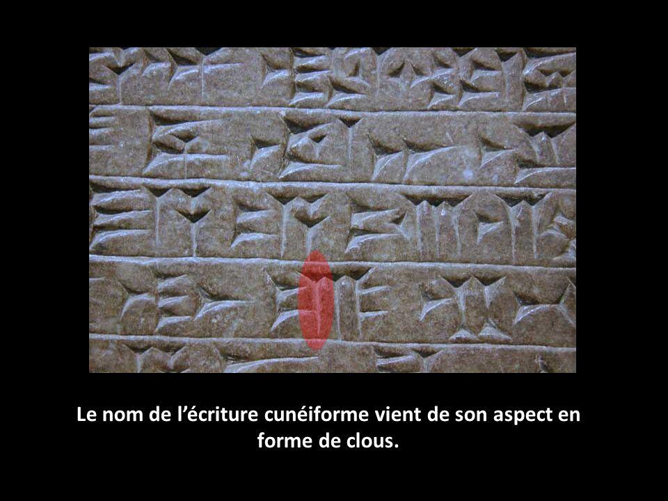 Le nom de l'écriture cunéiforme vient de son aspect en forme de clous.