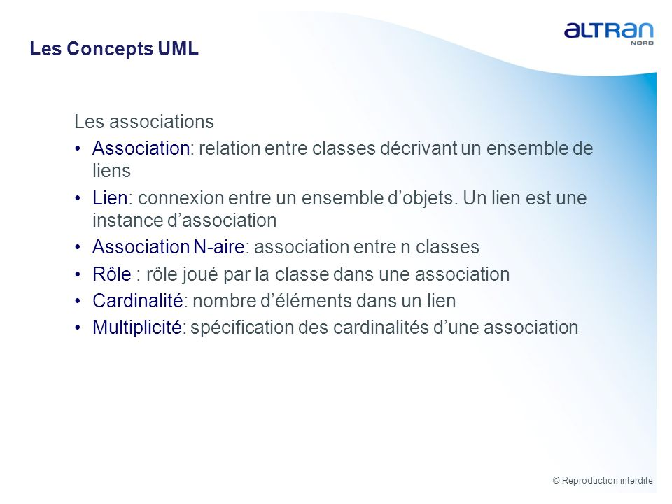 Les Concepts UML Les associations. Association: relation entre classes décrivant un ensemble de liens.