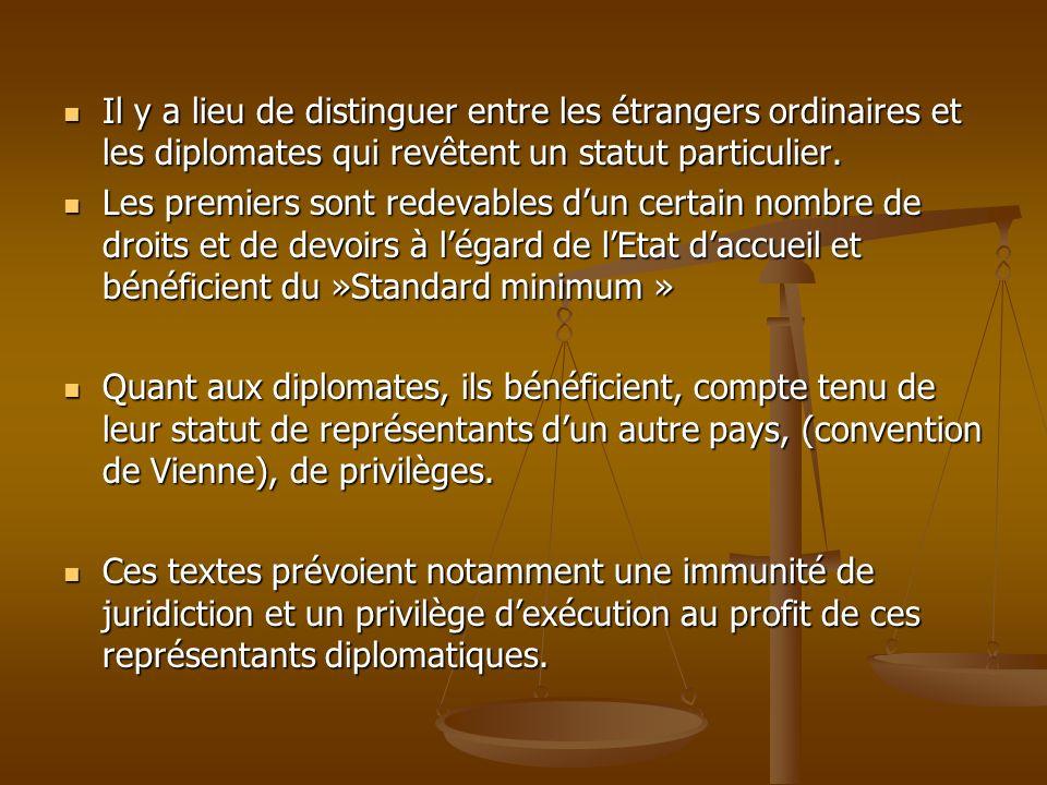 Il y a lieu de distinguer entre les étrangers ordinaires et les diplomates qui revêtent un statut particulier.