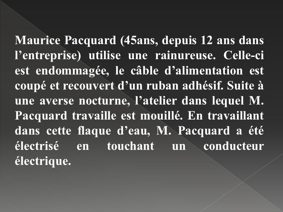 Maurice Pacquard (45ans, depuis 12 ans dans l'entreprise) utilise une rainureuse.