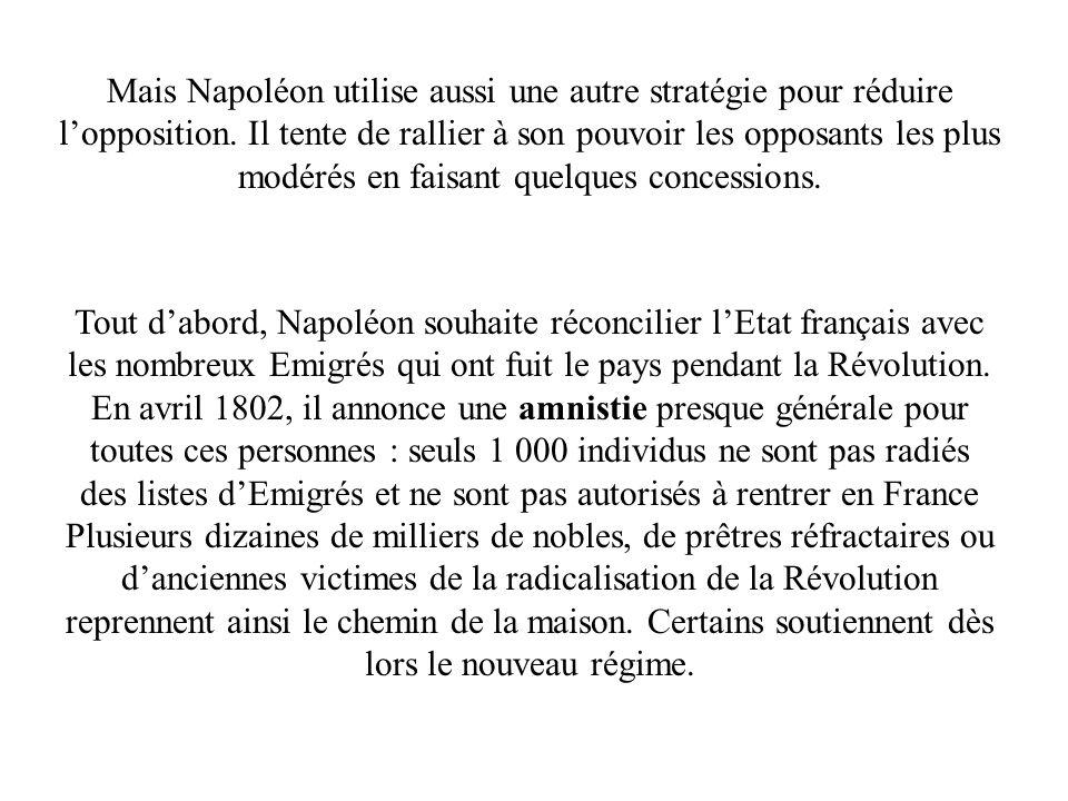 Mais Napoléon utilise aussi une autre stratégie pour réduire l'opposition. Il tente de rallier à son pouvoir les opposants les plus modérés en faisant quelques concessions.