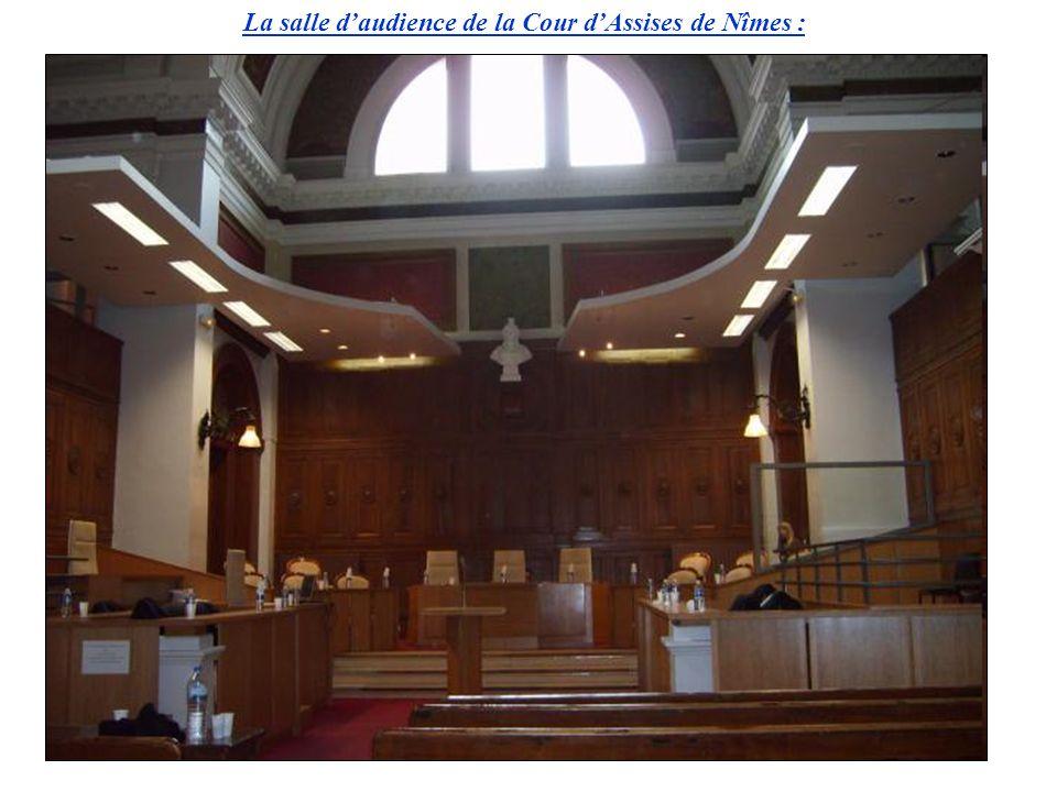 La salle d'audience de la Cour d'Assises de Nîmes :