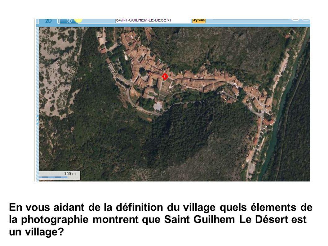 En vous aidant de la définition du village quels élements de la photographie montrent que Saint Guilhem Le Désert est un village