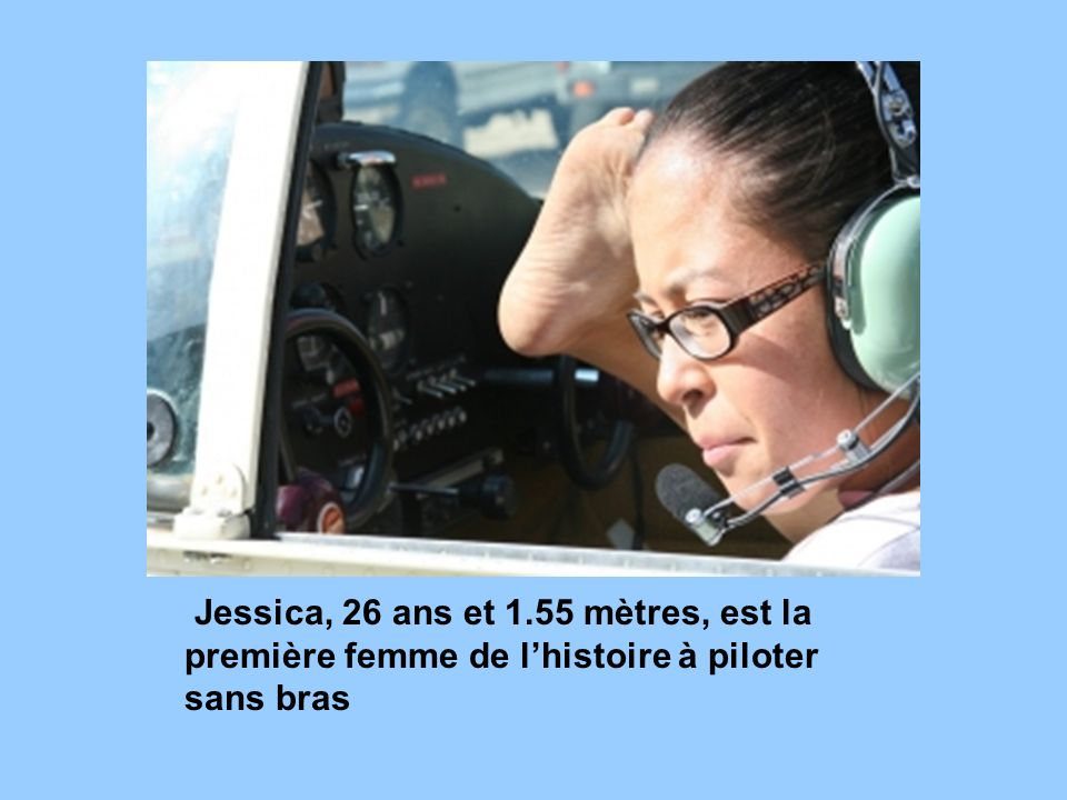 Jessica, 26 ans et 1.55 mètres, est la première femme de l'histoire à piloter sans bras