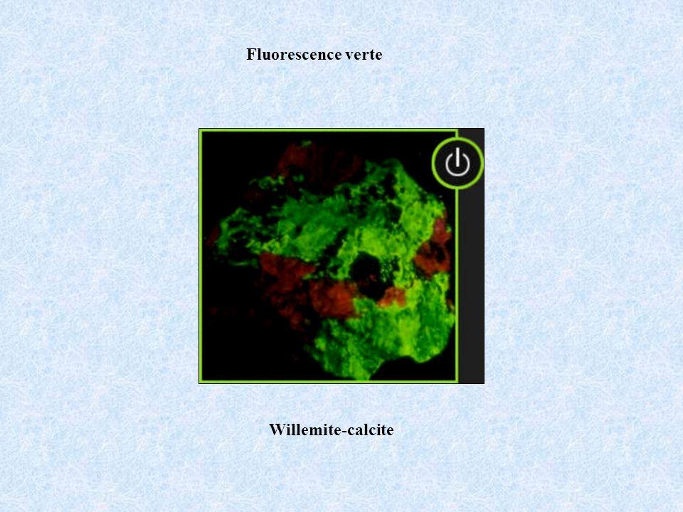 Fluorescence verte Willemite-calcite