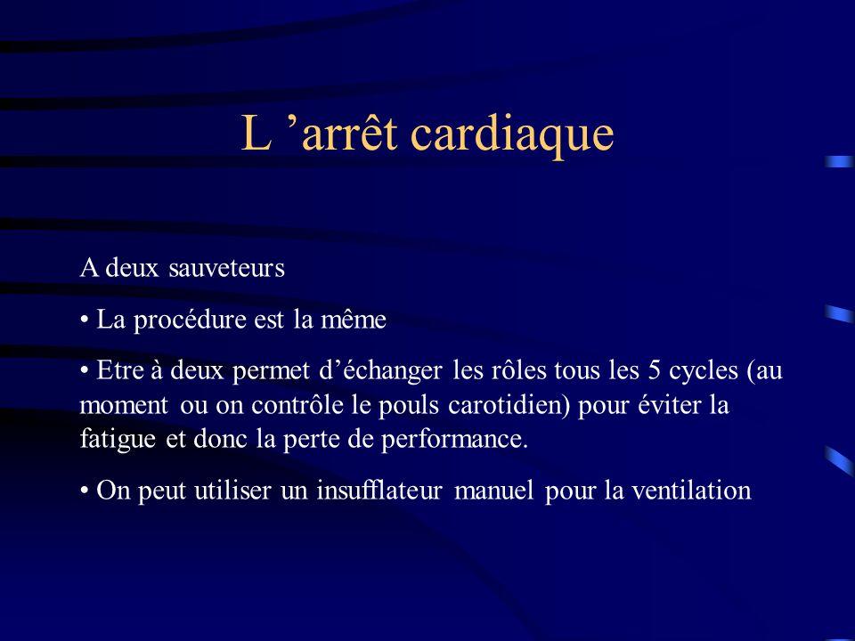 L 'arrêt cardiaque A deux sauveteurs La procédure est la même
