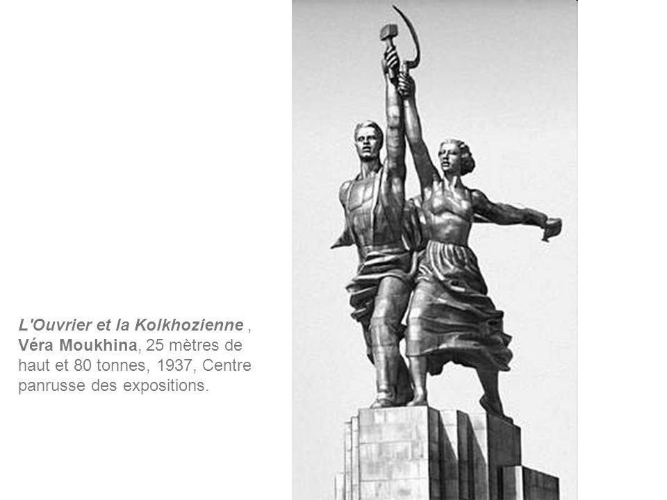 L Ouvrier et la Kolkhozienne , Véra Moukhina, 25 mètres de haut et 80 tonnes, 1937, Centre panrusse des expositions.