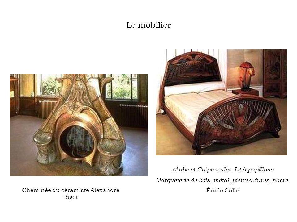 Le mobilier «Aube et Crépuscule» -Lit à papillons