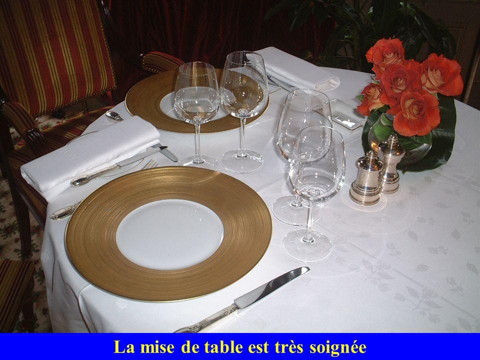 La mise de table est très soignée