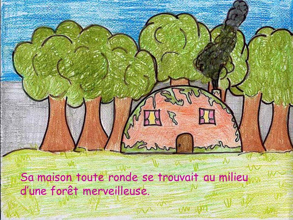 Sa maison toute ronde se trouvait au milieu d'une forêt merveilleuse.