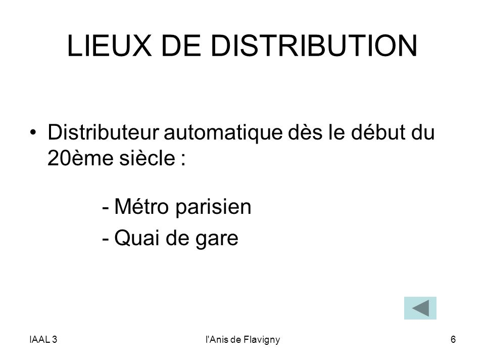 LIEUX DE DISTRIBUTION Distributeur automatique dès le début du 20ème siècle : Métro parisien. Quai de gare.