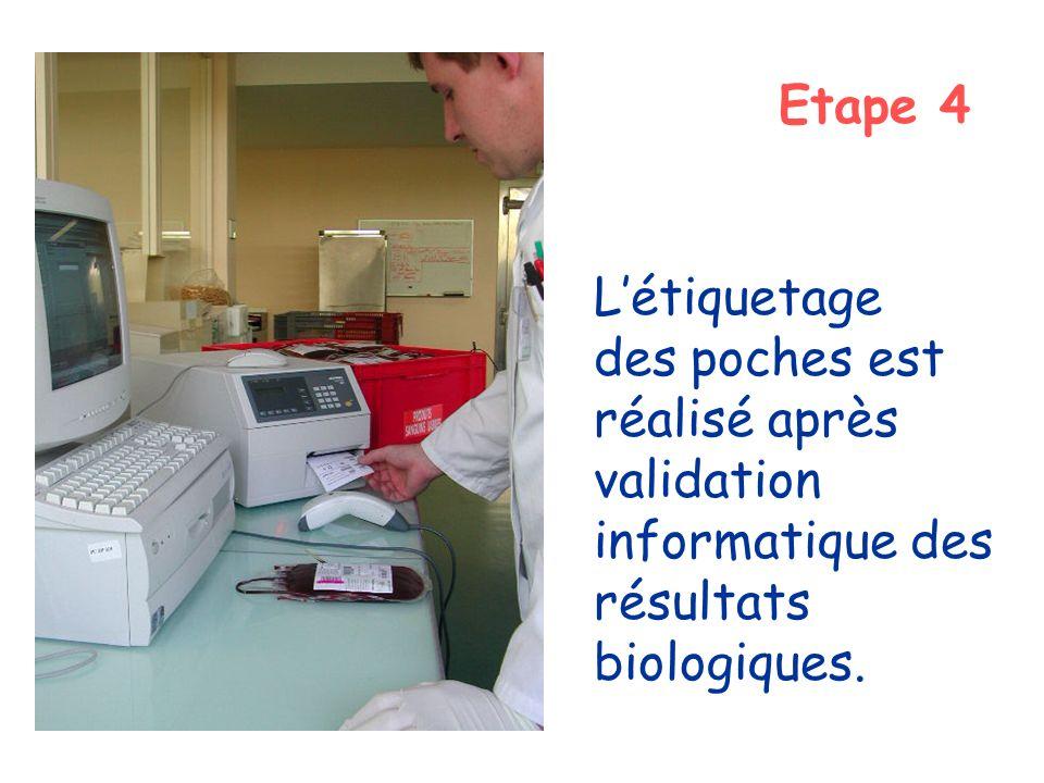 Etape 4 L'étiquetage des poches est réalisé après validation informatique des résultats biologiques.