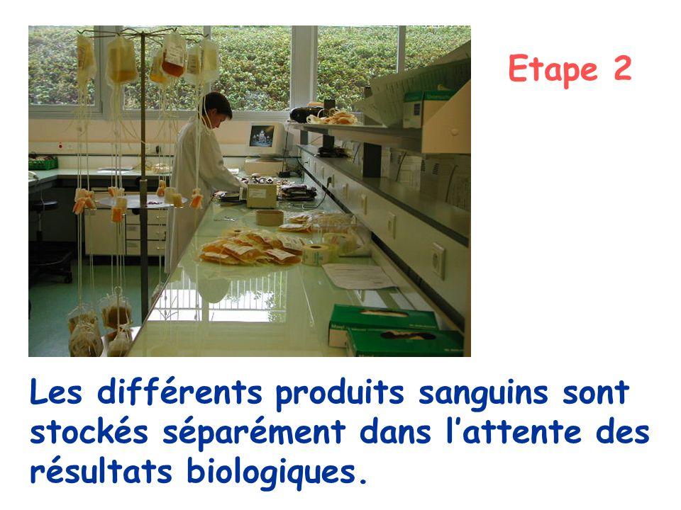 Etape 2 Les différents produits sanguins sont stockés séparément dans l'attente des résultats biologiques.