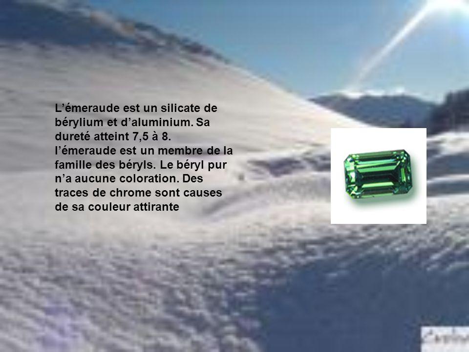 L'émeraude est un silicate de bérylium et d'aluminium