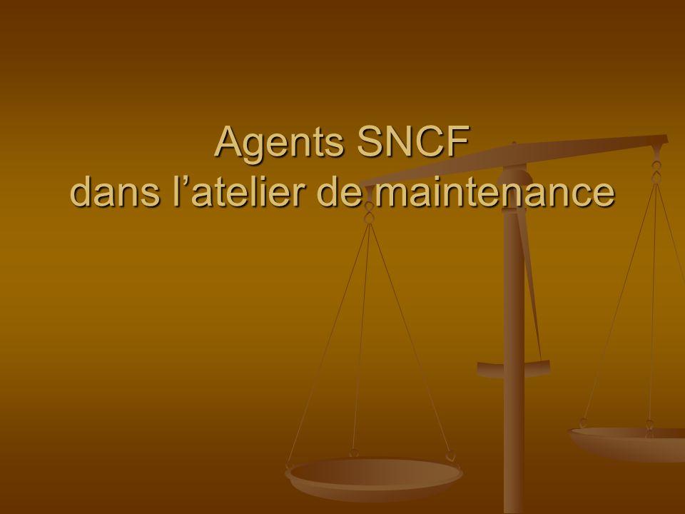 Agents SNCF dans l'atelier de maintenance