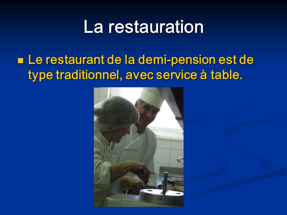 La restauration Le restaurant de la demi-pension est de type traditionnel, avec service à table.