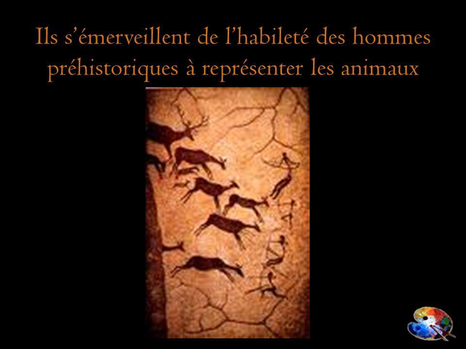 Ils s'émerveillent de l'habileté des hommes préhistoriques à représenter les animaux