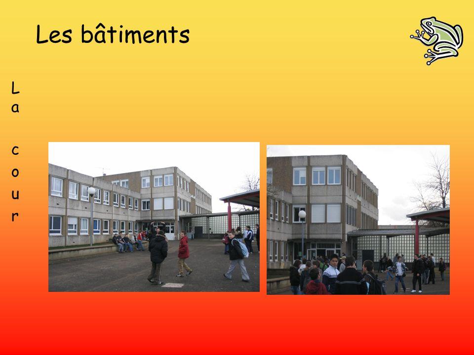Les bâtiments L a c o u r