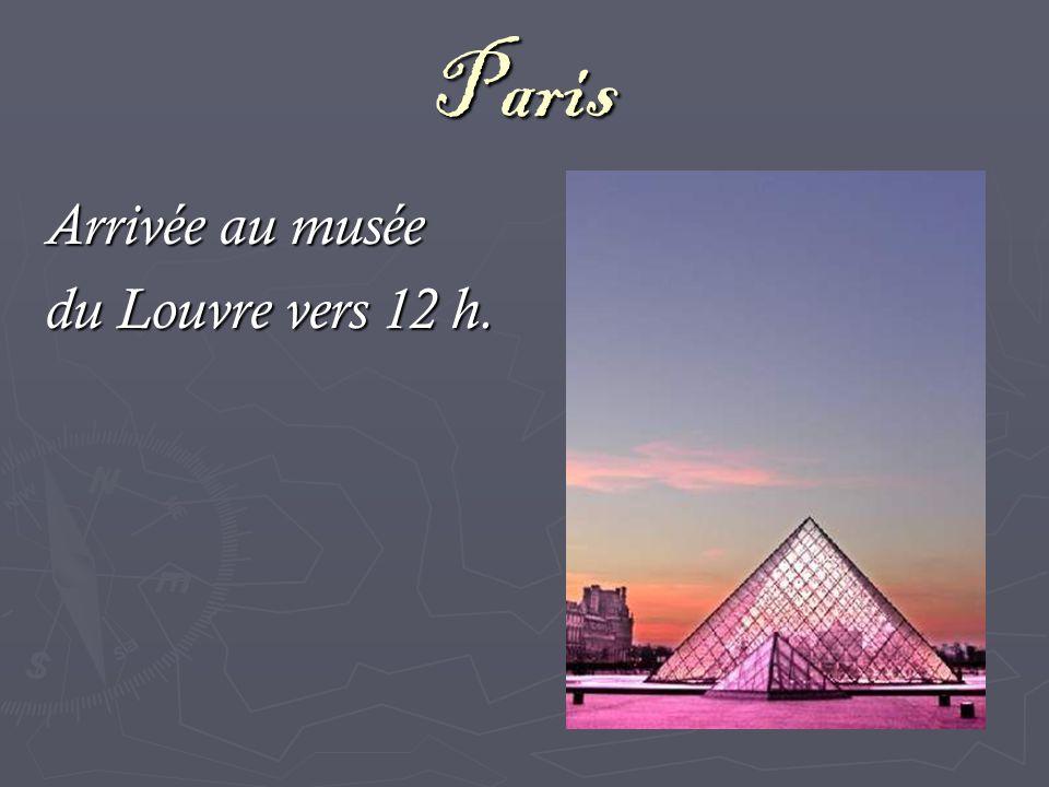 Paris Arrivée au musée du Louvre vers 12 h.