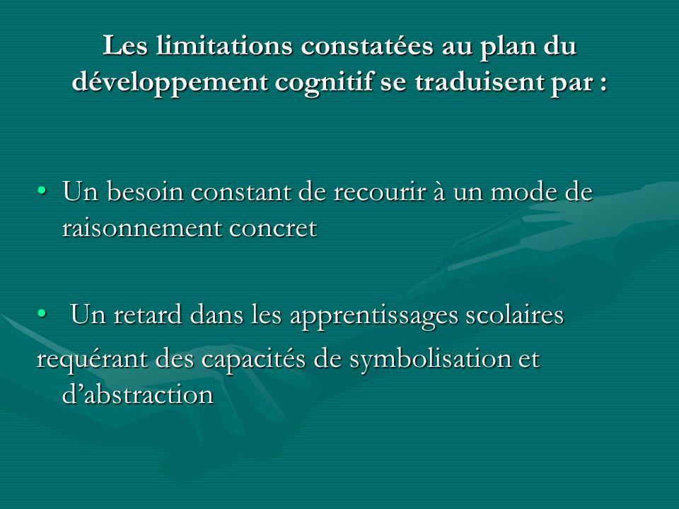 Les limitations constatées au plan du développement cognitif se traduisent par :