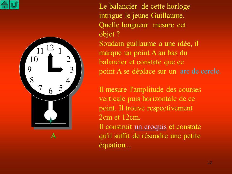 Le balancier de cette horloge intrigue le jeune Guillaume.